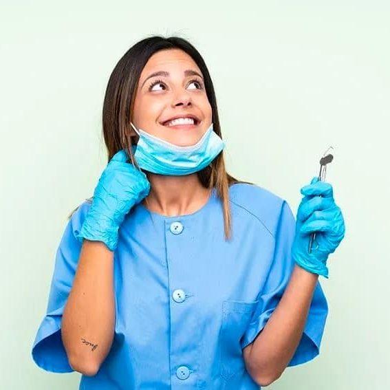 зъболекарка се чуди